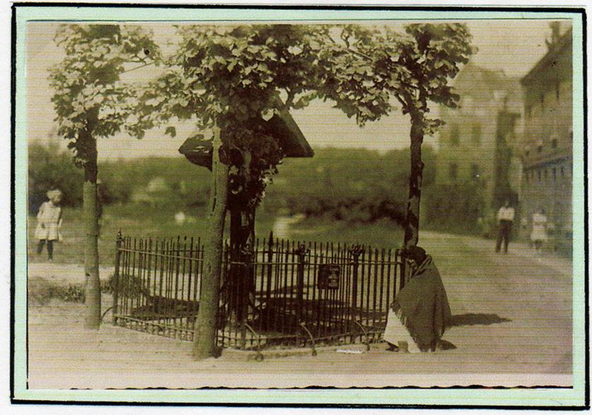 eeuwenoud wegkruis op de hoek Steenweg – Heinseweg tot 1939