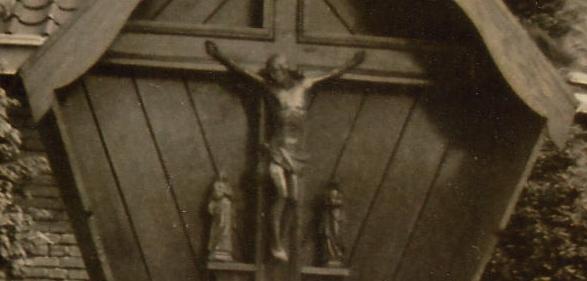 het oude kruis met de beeldengroep